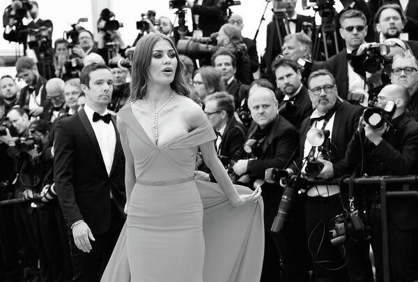 Телеведущая Виктория Боня на красной дорожке церемонии открытия 72-го Каннского международного кинофестиваля