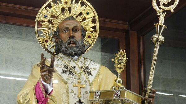 Статуя Святителя Николая на Бари
