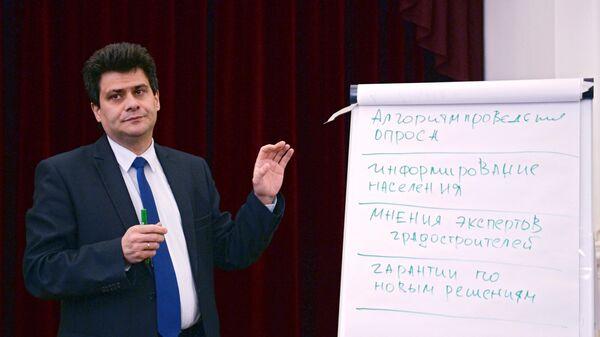 Мэр Екатеринбурга встретился со сторонниками строительства храма Святой Екатерины в Екатеринбурге. 23 мая 2019