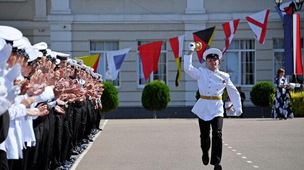 Кадеты филиала Нахимовского военно-морского училища (Севастопольского президентского кадетского училища) во время последнего звонка в Севастополе