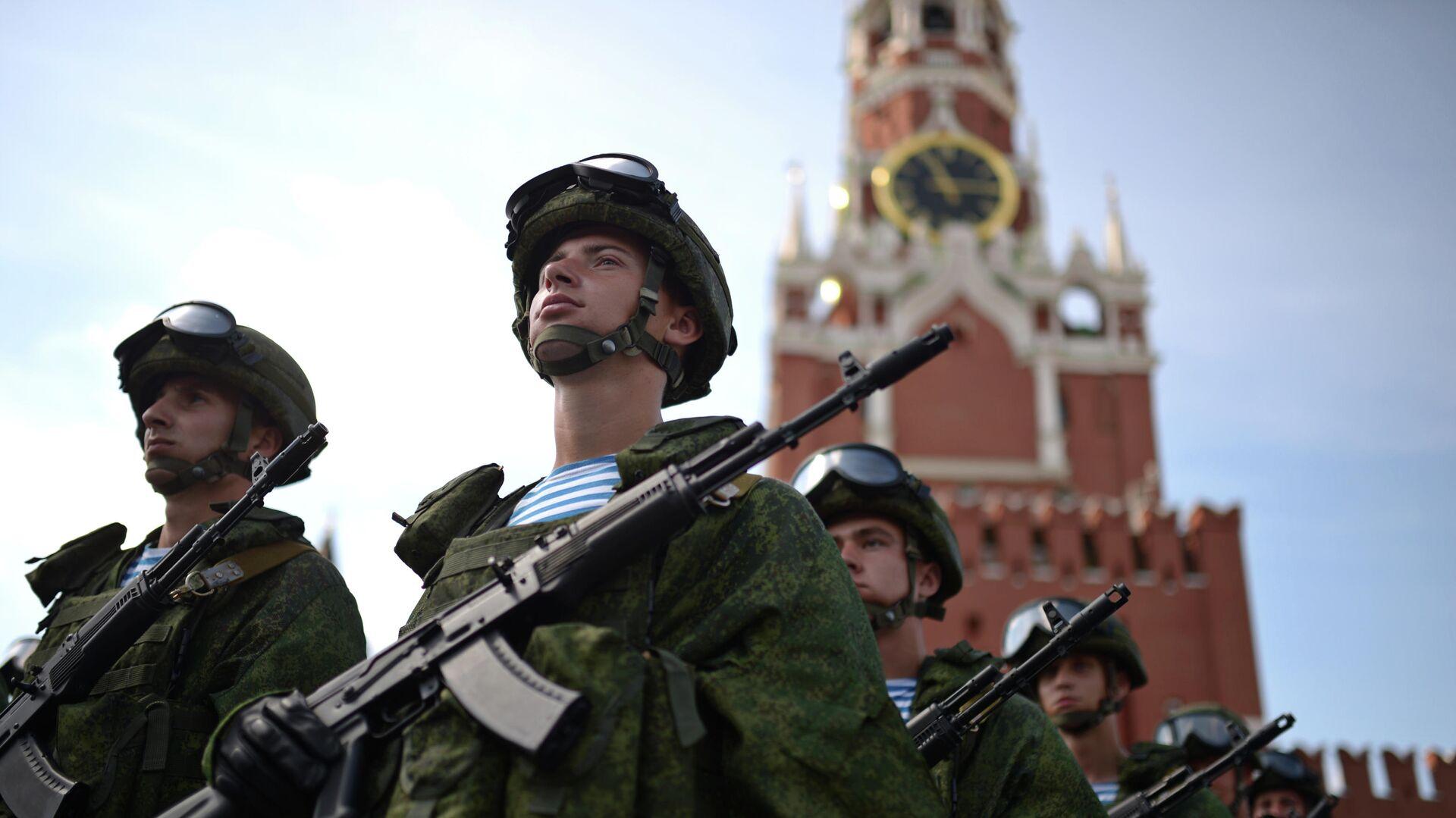 Военнослужащие на Красной площади  - РИА Новости, 1920, 23.02.2020
