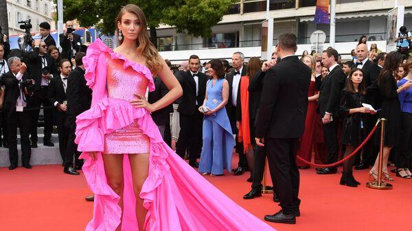 Модель из Германии Лорена Рэй на красной дорожке фильма Боже мой! (Oh Mercy! \ Roubaix, une lumière) в рамках 72-го Каннского международного кинофестиваля