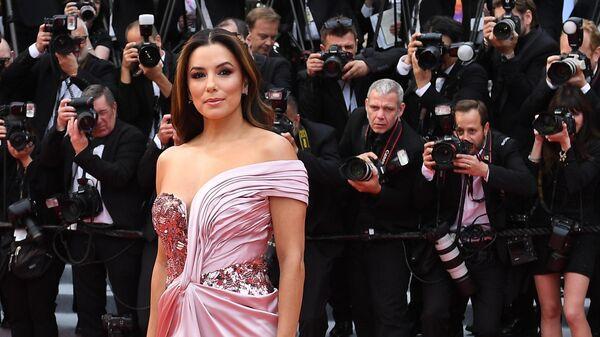 Американская актриса Ева Лонгория на красной дорожке церемонии открытия 72-го Каннского международного кинофестиваля