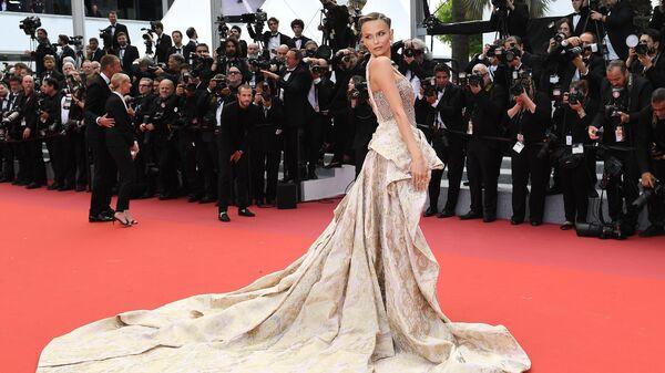 Российская модель Наташа Поли на красной дорожке фильма Боже мой! (Oh Mercy! \ Roubaix, une lumière) в рамках 72-го Каннского международного кинофестиваля