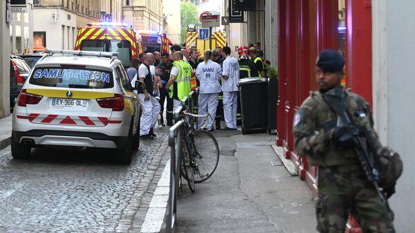 Спасатели на месте взрыва в Лионе, Франция. 24 мая 2019