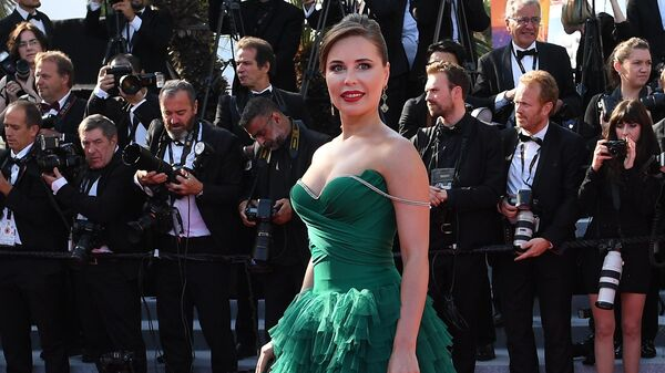 Российская актриса Юлия Михалкова на красной дорожке церемонии закрытия 72-го Каннского международного кинофестиваля