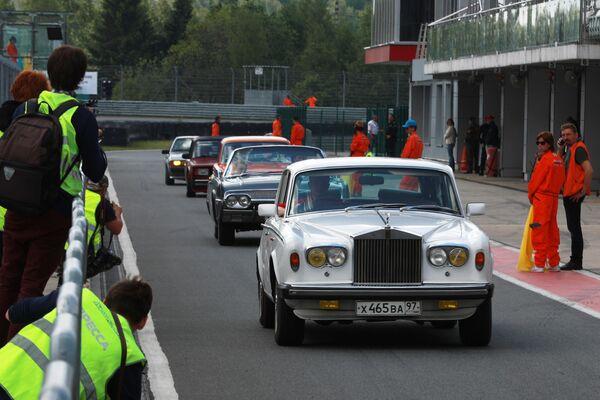 Автомобиль Rolls-Royce Silver Shadow во время торжественного открытия VII автомобильного фестиваля Moscow Classic на автодроме Moscow Raceway в Московской области