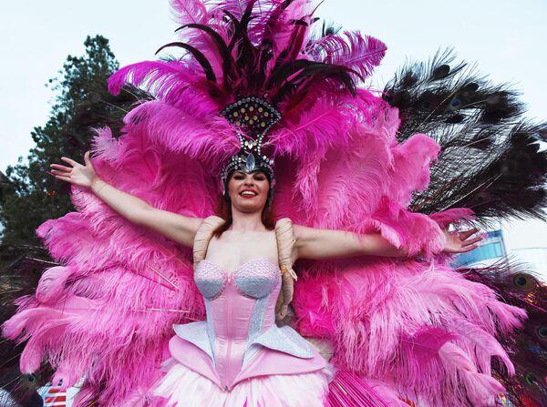 Участница карнавала в Сочи в честь официального открытия курортного сезона
