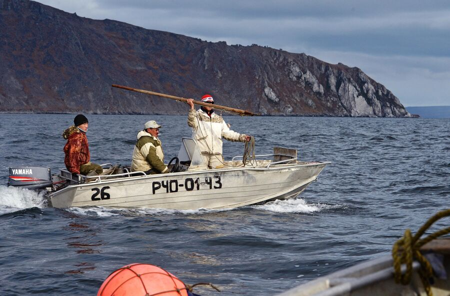 Охотники на моржей у побережья Берингова моря