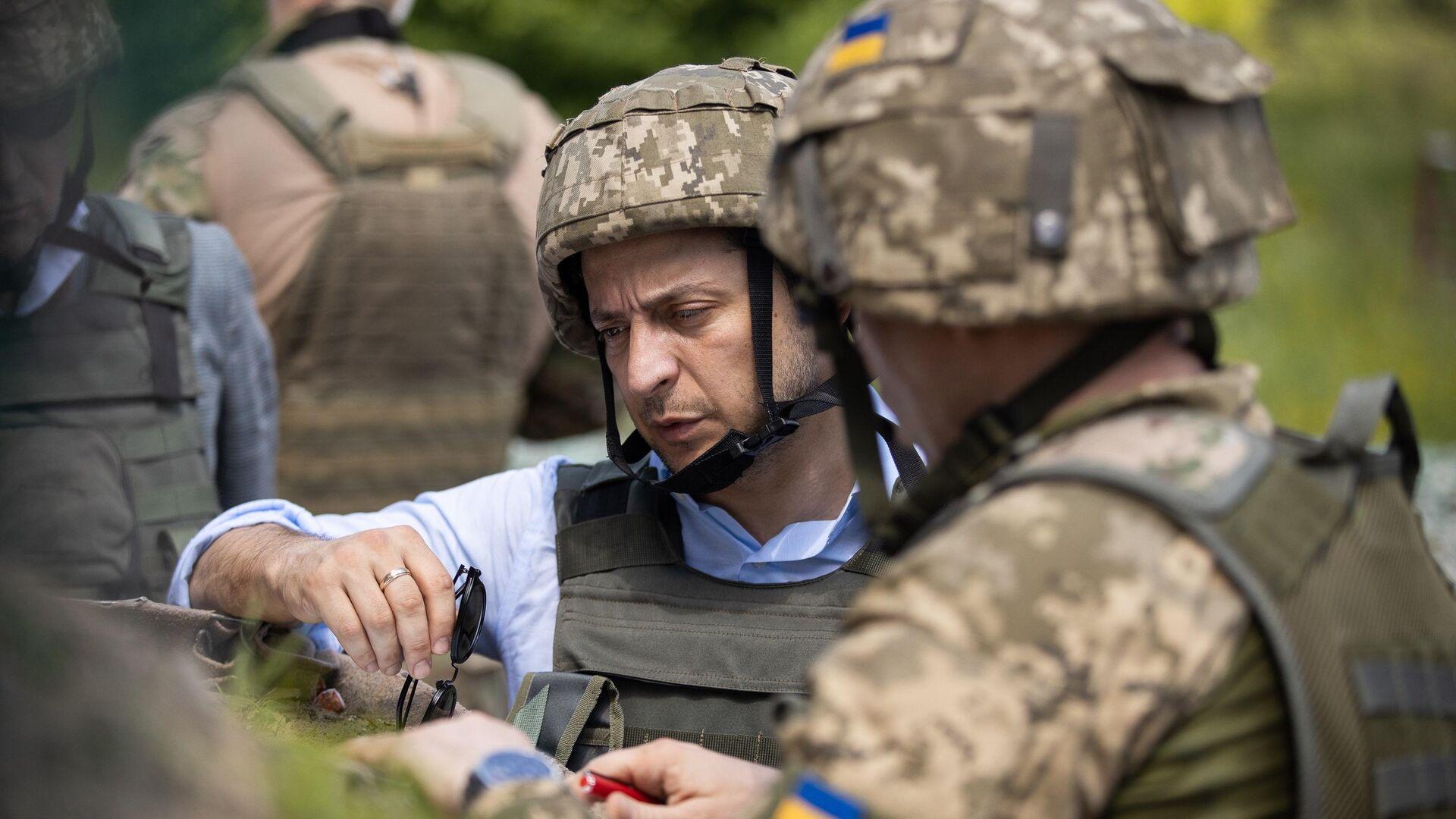 Президент Украины Владимир Зеленский во время визита в Донбасс - РИА Новости, 1920, 21.01.2021