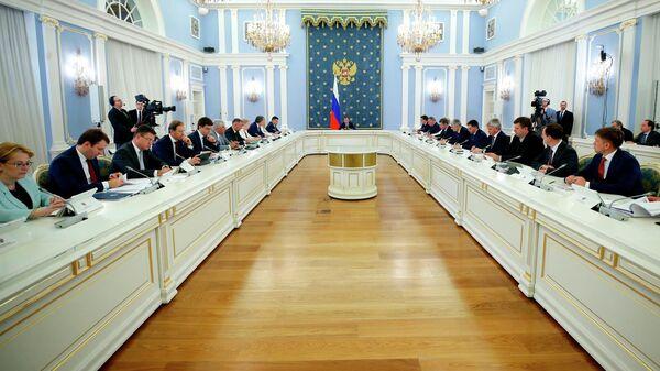 Председатель правительства РФ Дмитрий Медведев проводит заседание . 29 мая 2019