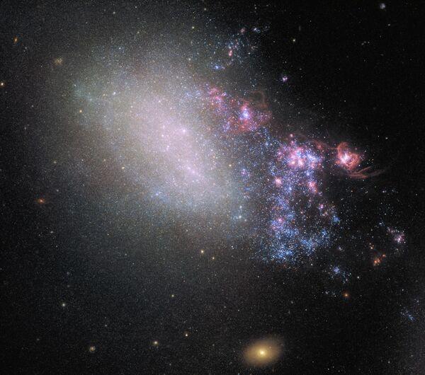 Галактика NGC 4485 в созвездии Гончие Псы