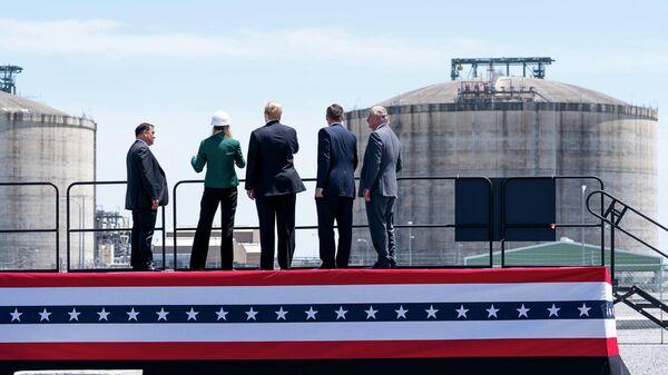 Президент США Дональд Трамп на заводе по производству сжиженного природного газа (СПГ) в Хакберри, США