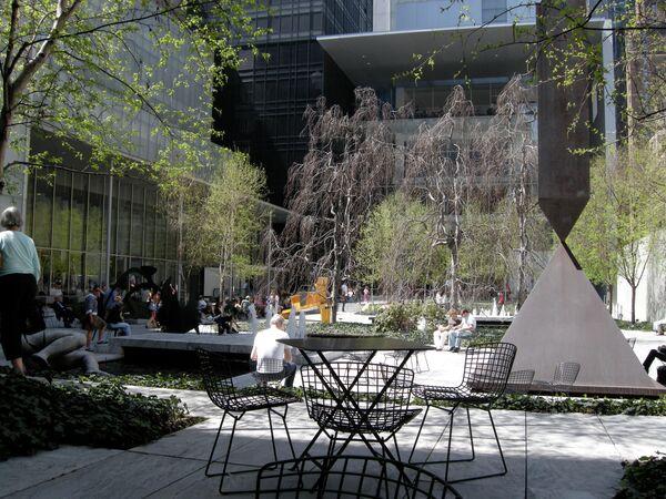 Сад в нью-йоркском музее современного искусства