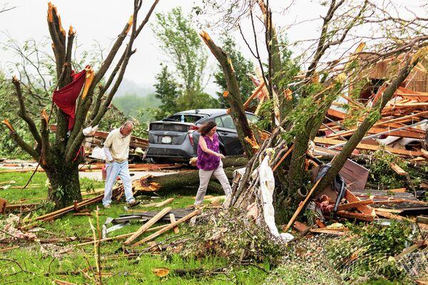 Последствия торнадо в американском штате Канзас, США