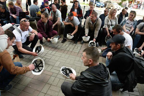 Участники акции протеста шахтеров в Киеве. Шахтёры Львовского угольного бассейна протестуют против задержек заработной платы и ненадлежащих условий труда