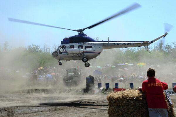 На соревнованиях во время гонки на тракторах Бизон-Трек-Шоу в Ростовской области