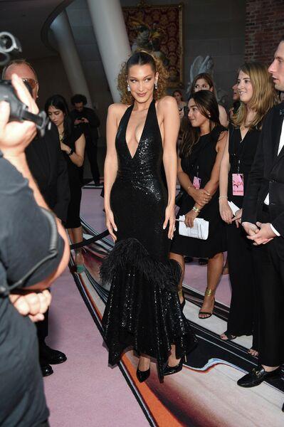 Белла Хадид на церемонии вручения премии Совета модельеров Америки