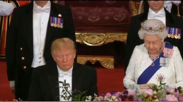 Трамп задремал во время тоста Елизаветы II, пишут СМИ