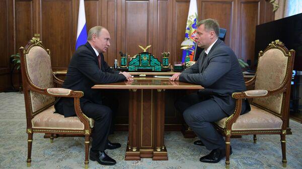 Президент РФ Владимир Путин во время встречи с врио губернатора Астраханской области Игорем Бабушкиным. 5 июня 2019