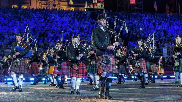 Международный кельтский оркестр волынок и барабанов на Спасской башне