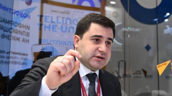 Никита Стасишин во время интервью на стенде МИА Россия сегодня на Петербургском международном экономическом форуме-2019