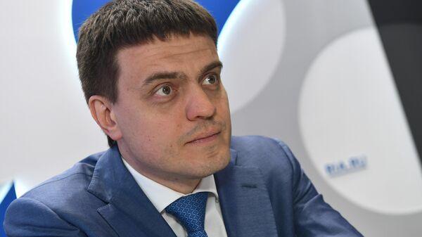 Министр науки и высшего образования РФ Михаил Котюков на стенде МИА Россия сегодня на Петербургском международном экономическом форуме
