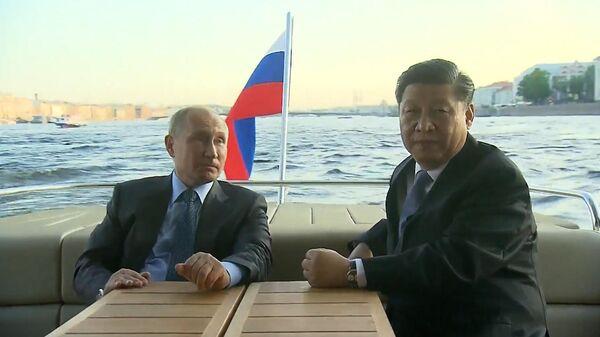 По Неве, да на Аврору: неформальная встреча Путина и Си Цзиньпина