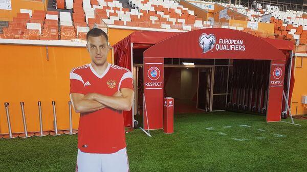 Картонная фигура Артема Дзюбы на стадионе в Саранске