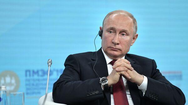 Президент РФ Владимир Путин во время встречи с участниками Российско-китайского энергетического форума на полях Петербургского международного экономического форума 2019