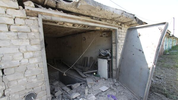 Гараж в Горловке, поврежденный снарядом в ходе ночного обстрела с 6 на 7 июня
