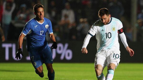Форвард сборной Аргентины Лионель Месси в матче с Никарагуа