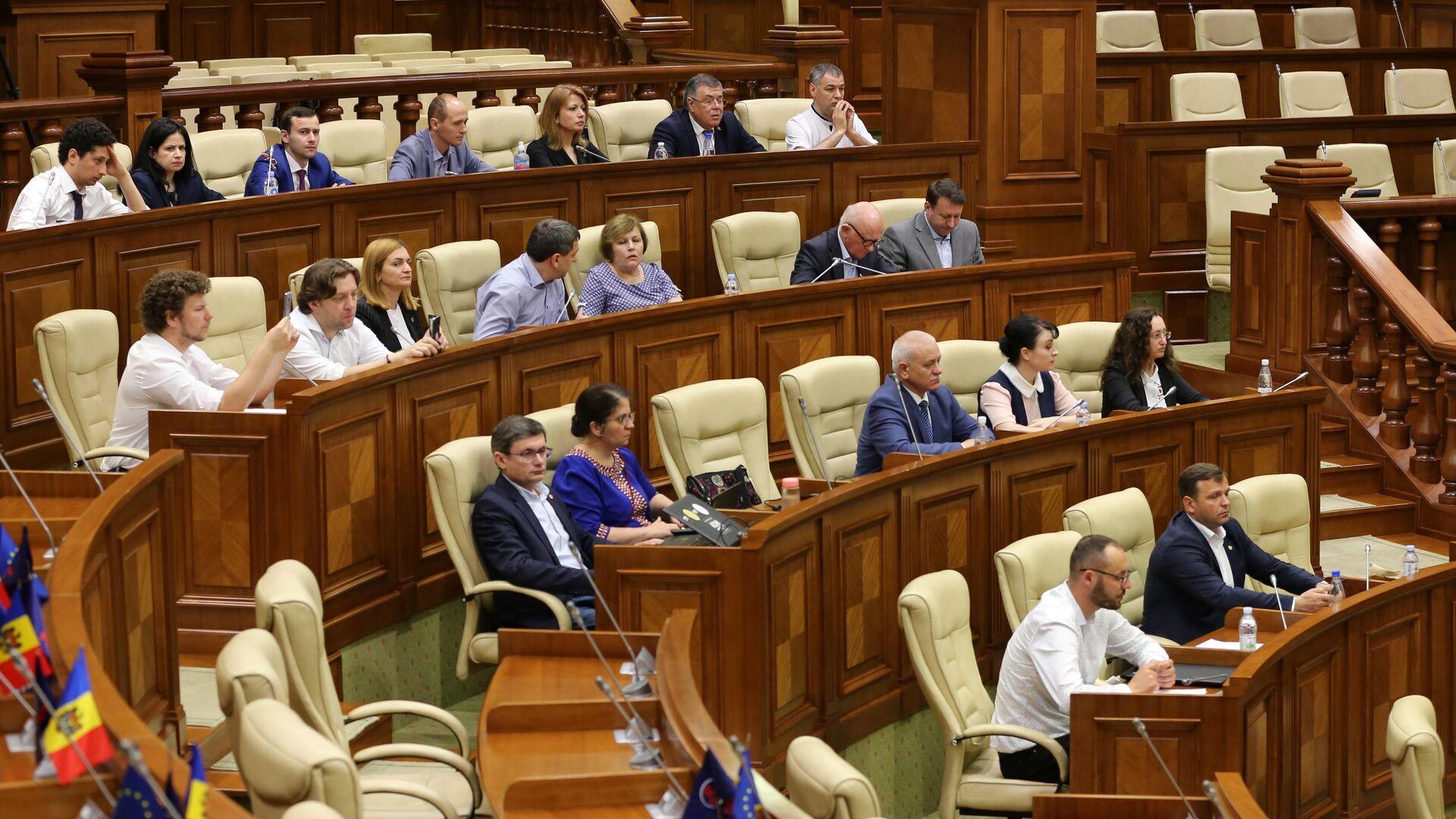 Депутаты на заседании парламента Молдавии в Кишиневе - РИА Новости, 1920, 04.12.2020
