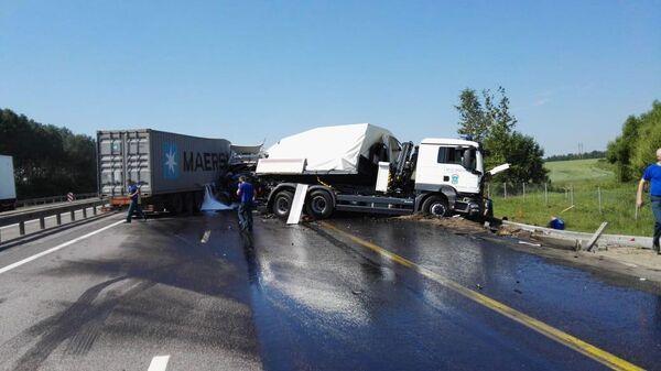 ДТП с участием фуры и автомобильной колонны МЧС на федеральной автодороге М-4 Дон в Тульской области. 10 июня 2019