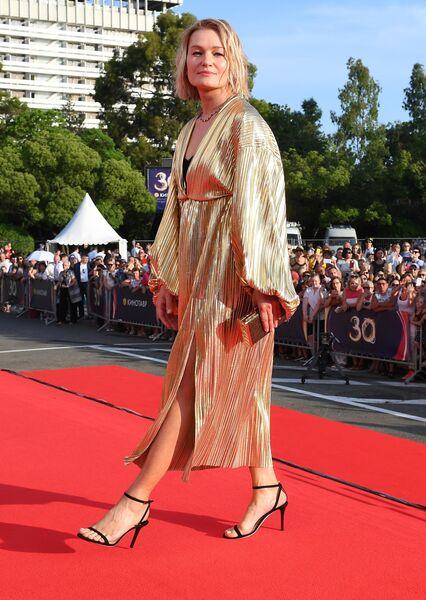 Актриса Виктория Толстоганова на Звездной дорожке перед началом церемонии открытия XXX Открытого Российского кинофестиваля Кинотавр в Сочи