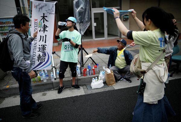 Участник гонки на офисных креслах в Японии