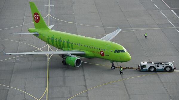 Пассажирский самолет Airbus A319 авиакомпания Сибирь