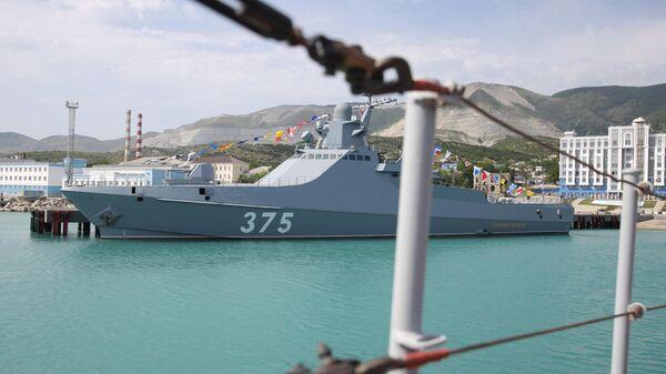 Патрульный корабль проекта 22160 Дмитрий Рогачев на Новороссийской военно-морской базе