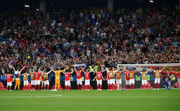 Футболисты сборной России благодарят болельщиков за поддержку