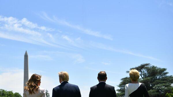 Истребитель F-35 пролетает над Белым домом в центре Вашингтона