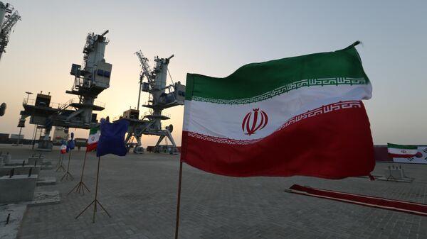 Иранские флаги в порту Шахид-Бехешти в Оманском заливе