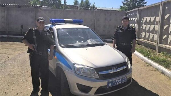 Экипаж вневедомственной охраны ОВО по Борзинскому району, состоящий из прапорщика Евгения Веселкова и сержанта Алексея Абдулина