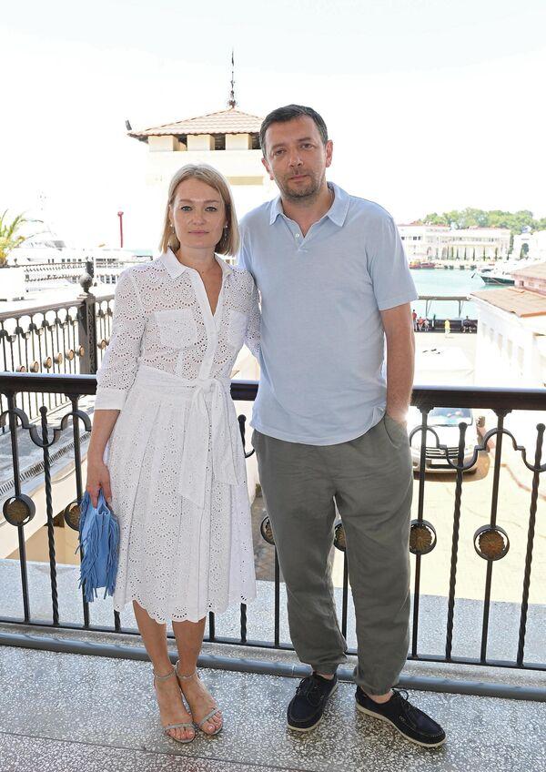 Актеры Виктория Толстоганова и Алексей Агранович на бранче в рамках 30-го Открытого фестиваля российского кино Кинотавр
