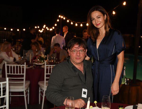 Режиссер Валерий Тодоровский и его супруга актриса Евгения Брик во время 30-го Открытого фестиваля российского кино Кинотавр.