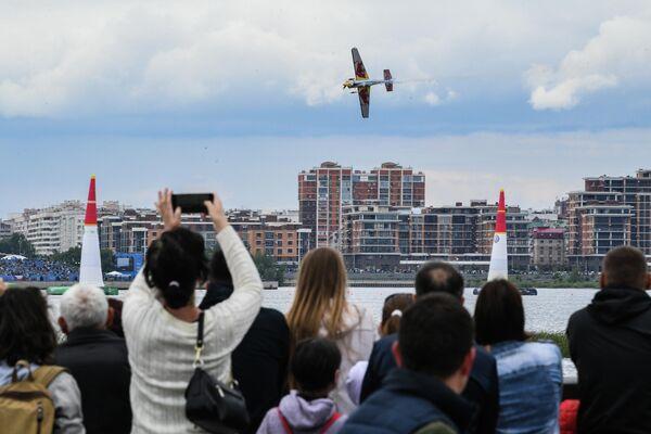 Мартин Шонка (Чехия) во время соревнований в классе Master на этапе чемпионата мира Red Bull Air Race в Казани