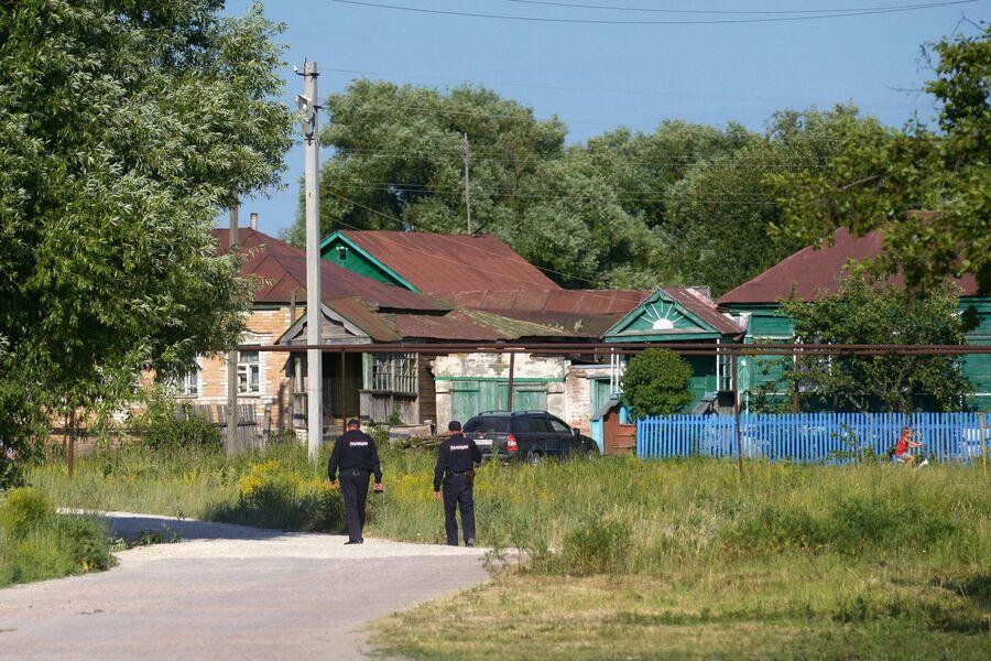 Сотрудники правоохранительных органов в селе Чемодановка