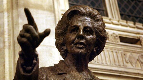 Статуя Маргарет Тэтчер в Вестминстерском дворце в Лондоне
