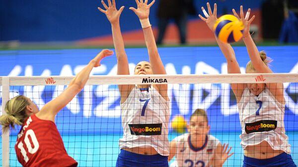 Джордан Ларсон-Бурбах, Татьяна Романова, Татьяна Юринская и Ангелина Лазаренко (слева направо)