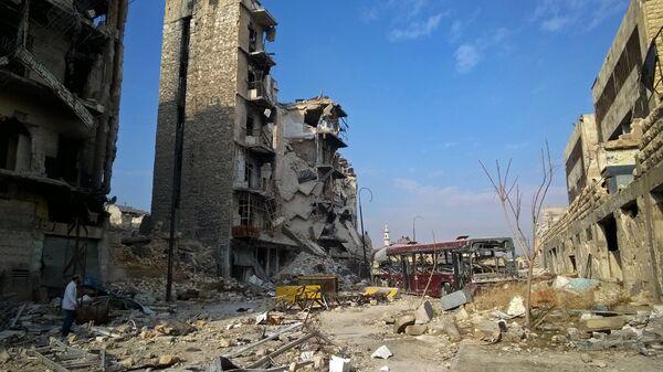 Здания, разрушенные в ходе боевых действий между правительственными войсками и боевиками в одном из районов восточной части сирийского Алепп