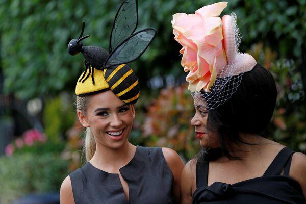 Посетительницы королевских скачек Royal Ascot